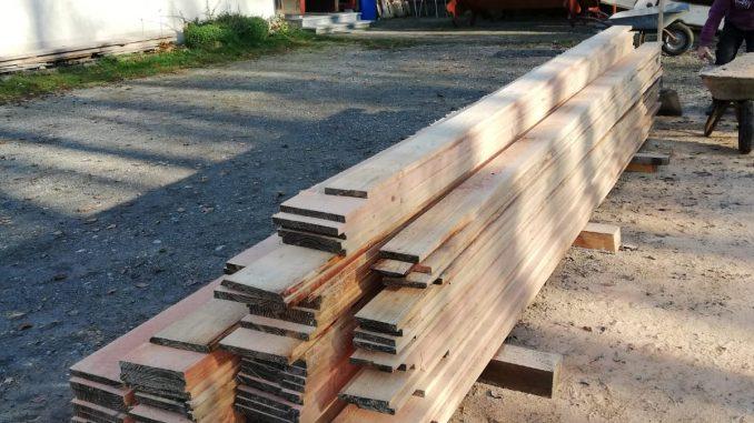 Bretter vom Holzmachen